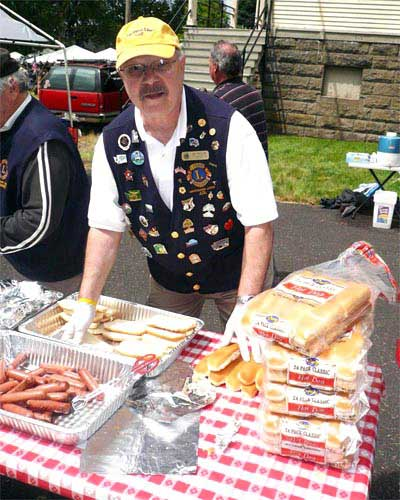 picture of J D Nellor at memorial day hot dog project