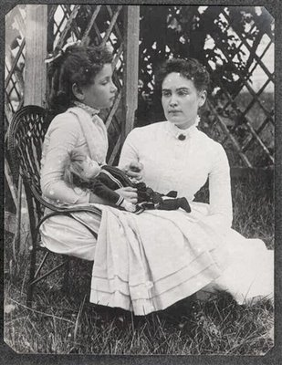picture of Helen Keller and Anne Sullivan in 1888